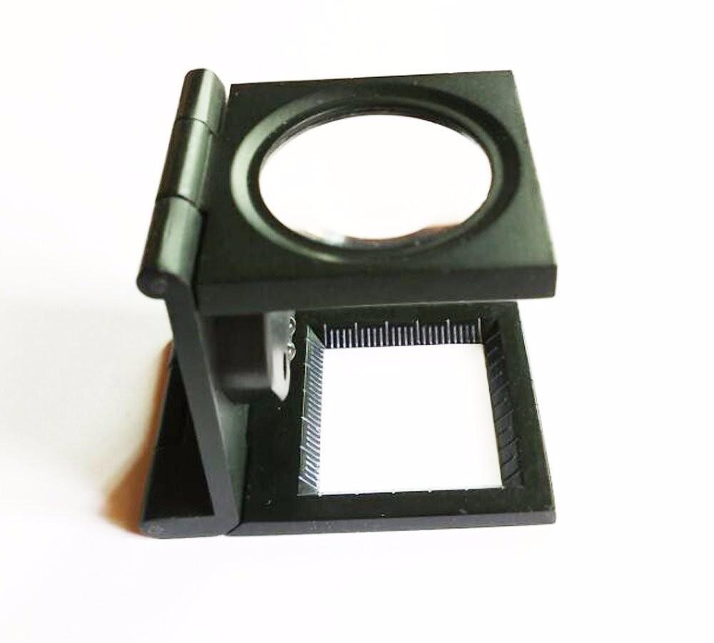 【ノーブランド】見やすい !! LED ライト 付 拡大鏡 8倍 収納 ケース + 携帯に便利な ポーチ 付 セット!( 折りたたみ式 ルーペ スタンド式 )