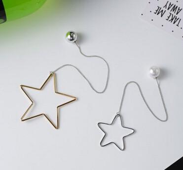 ピアス/イヤリング 星モチーフモチーフ パール付き 大小色非対称