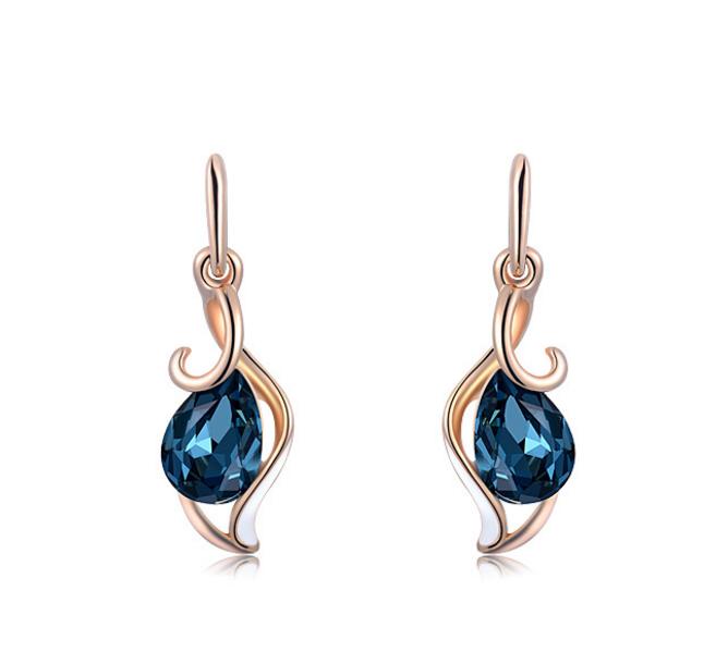 青ダイヤモチーフのピアス/イヤリング しずくに付きペンダント