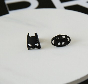 バットマンに付き 非対称 クールピアス/イヤリング
