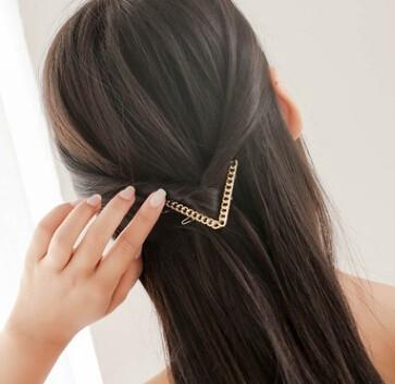 簡単なヘアアクセサリー V形のチェーンに付きヘアピン