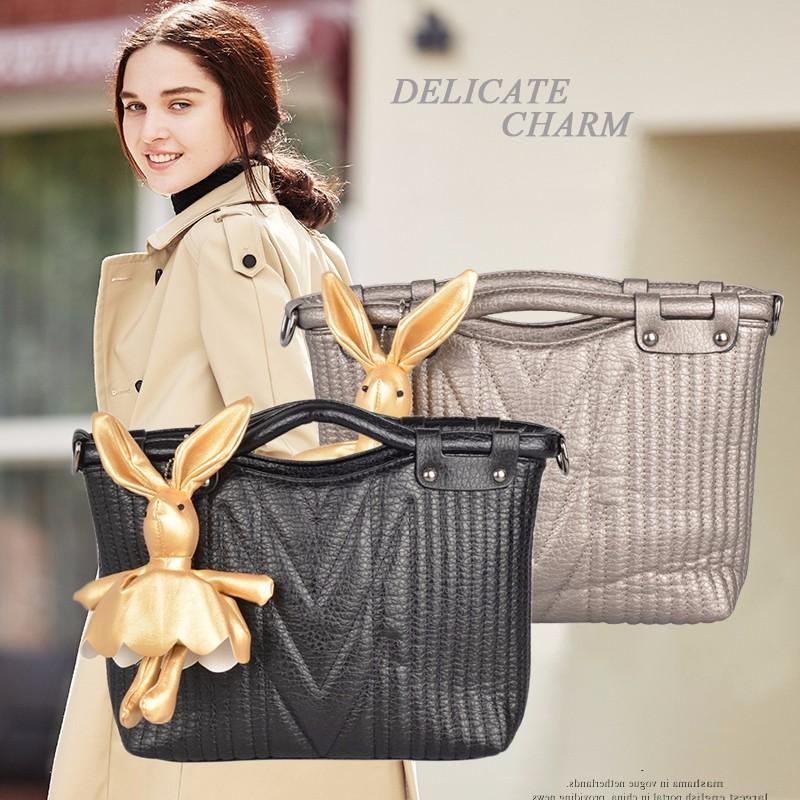 お買い物、通勤/通学におすすめ。トートバッグ レディース B5 バッグ フェイクレザー 黒 かわいい おしゃれ かばん 軽量 スカーフ