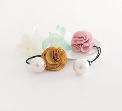 ヘアゴム 花モチーフ 大パールに付き 4色
