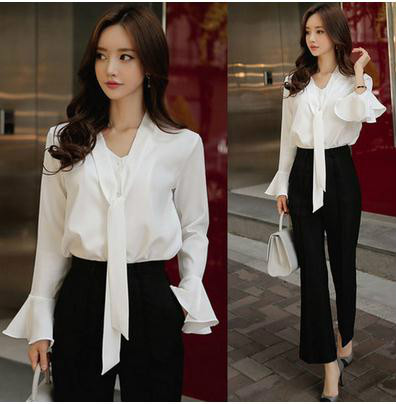 2017春服のスリム効果のリボンの韓範の風格のラッパの袖の白いワイシャツ