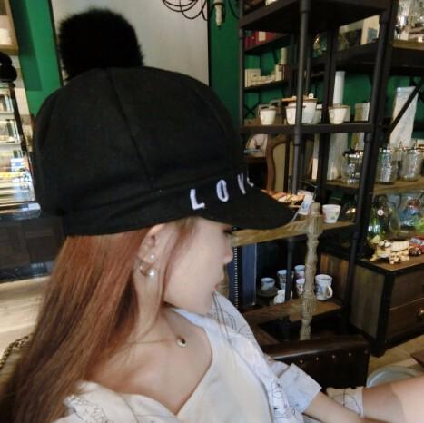 ☆2017AW新作☆ニット帽子 ハンチング love刺繍 防寒 丸玉付き 3色