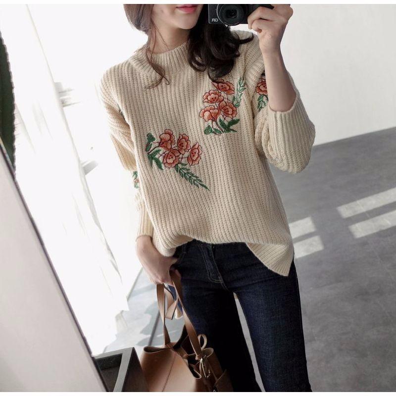 刺繍ゆったりとしたセーター 前が短い後ろが長い スリット入り