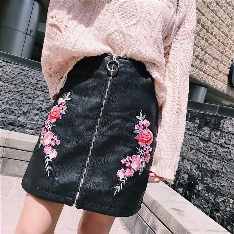 PUレザースカート 刺繍ミニスカート
