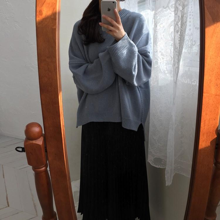 コーディネート自在のゆったりする長袖のニットの毛糸のセーター