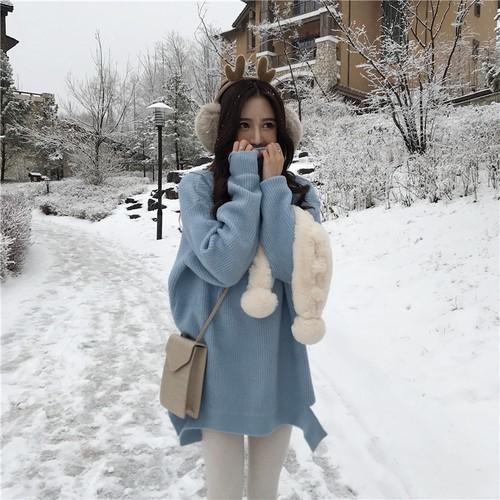 韓国スタイルのゆったりして不規則なすそのタートルネックの毛糸のセーター