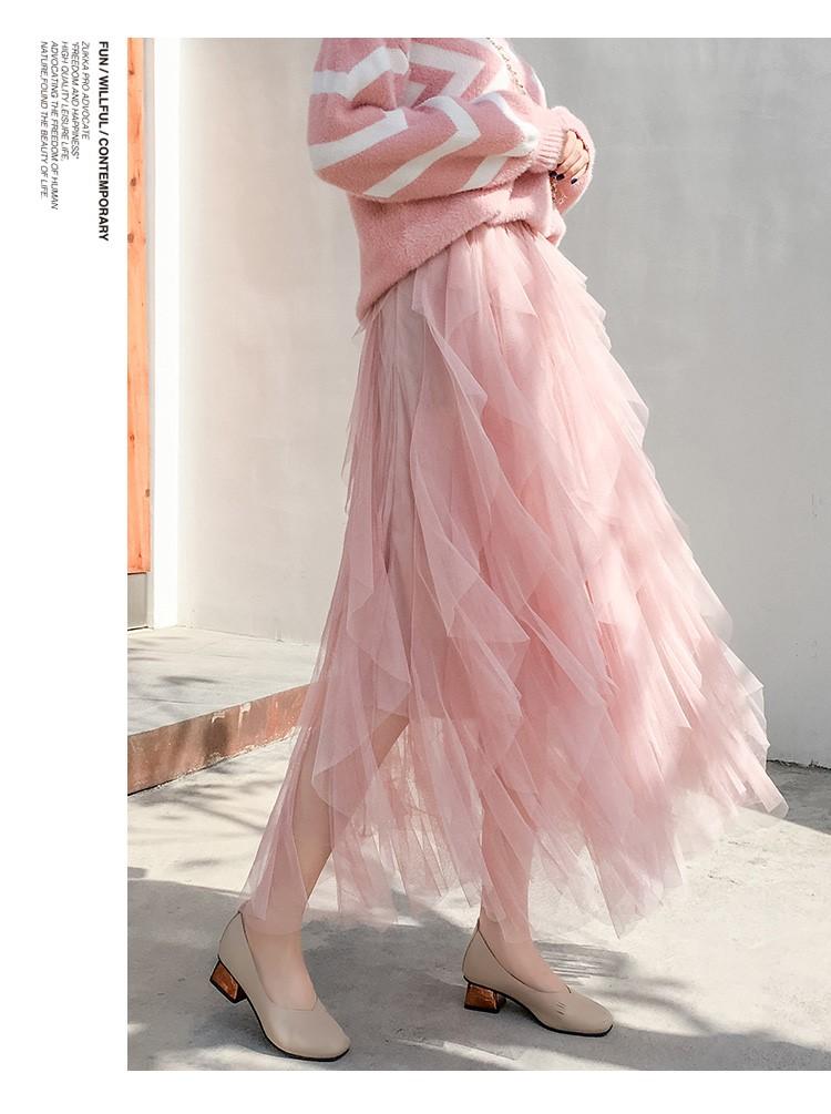 新作のぼうぼうとしている黒い薄絹の長い紗のスカート