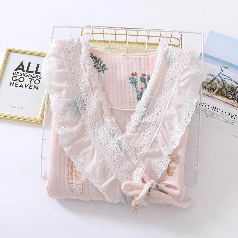 ピンクのスーツ