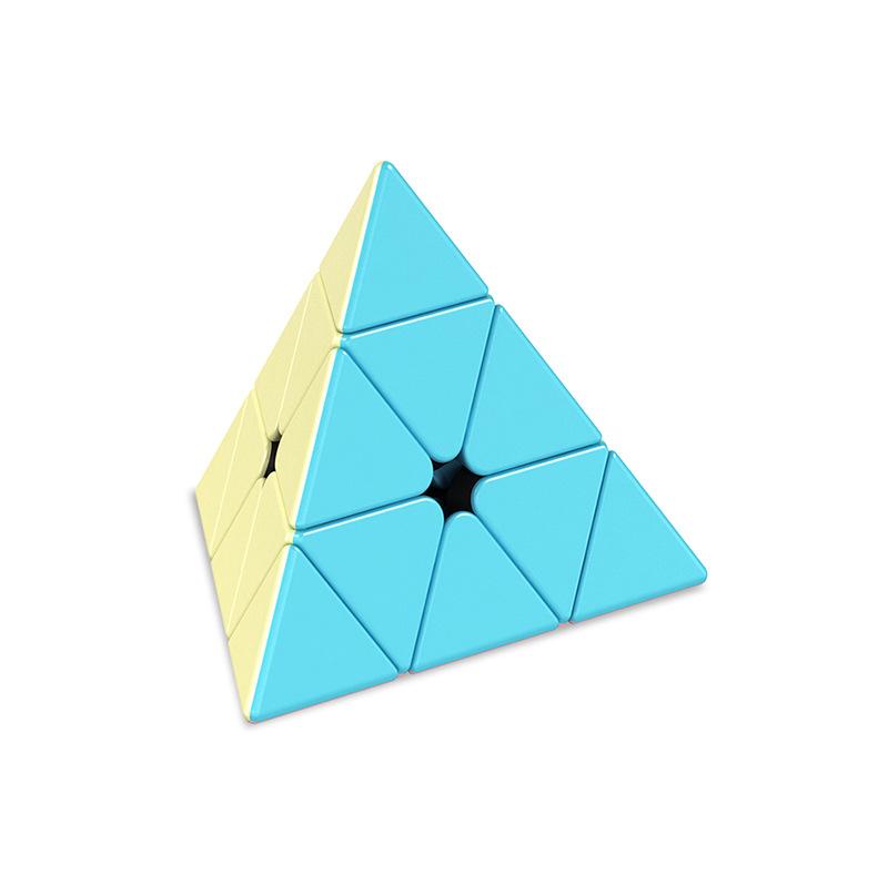 ピラミッドのルービックキューブ