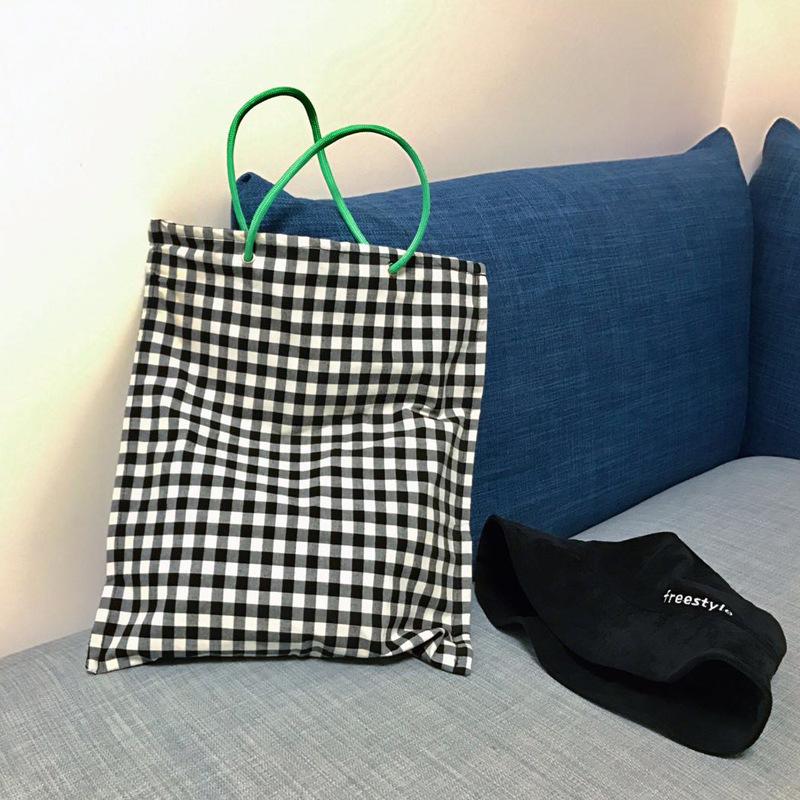 緑のショルダーバッグ
